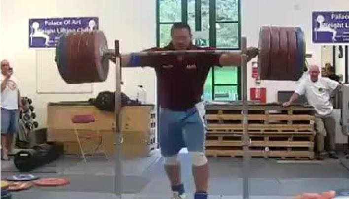 290kg NO HANDED squat