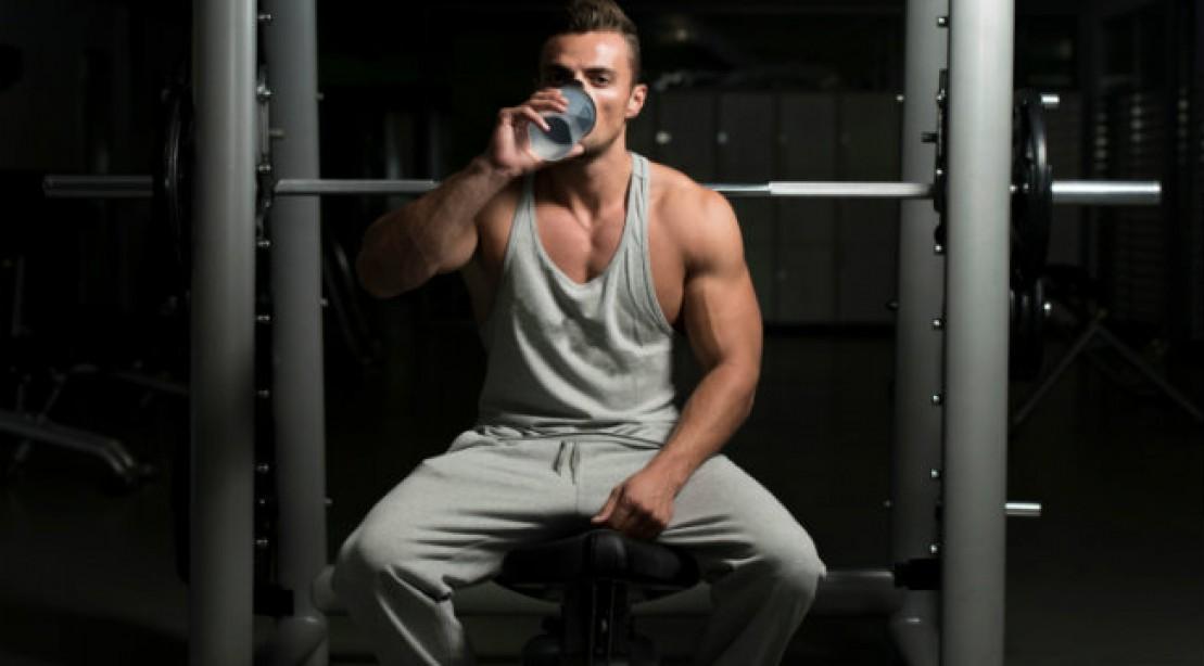 drink-water-bench-press_0